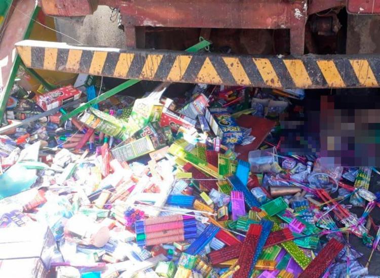 Caminhão caçamba invadiu barraca de fogos de artifício - Foto: Reprodução | Blog do Valente