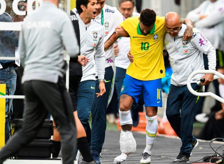 Foi confirmada uma entorse no tornozelo direito - Foto: Evaristo Sa | AFP