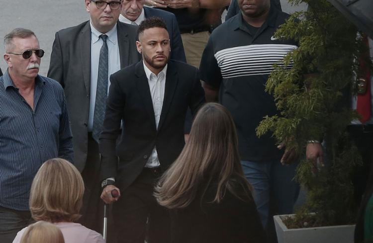 Neymar chegou na unidade policial por volta das 15h - Foto: Ari Ferreira l AFP