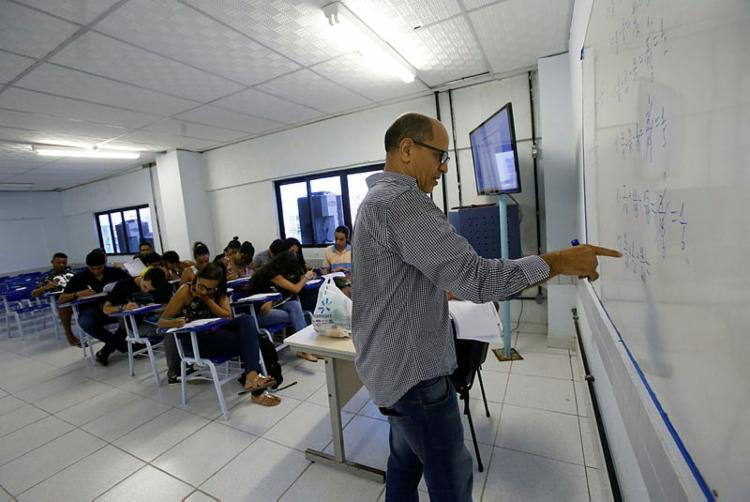 A intenção é que os professores selecionados recebam formação para aplicar a matemática mais avançada - Foto: Margarida Neide   Ag. A TARDE
