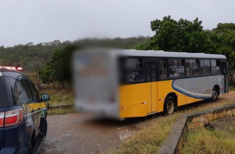 Veículo foi levado ao pátio da PRF e o motorista responderá por conduta imprudente - Foto: Divulgação | PRF