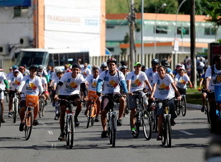 Ação promove pedaladas para grupos desde os profissionais aos ciclistas de fim de semana - Foto: Raul Spinassé | Ag. A TARDE