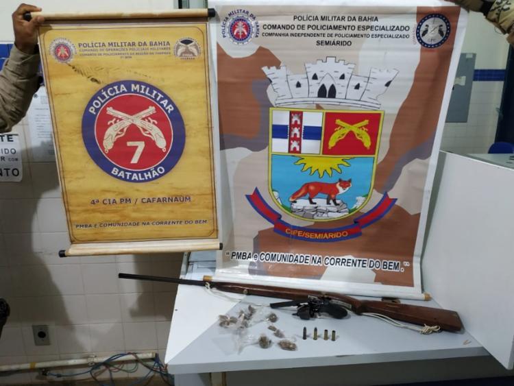 Armas e drogas foram apreendidos pela polícia durante a ação - Foto: Divulgação | SSP