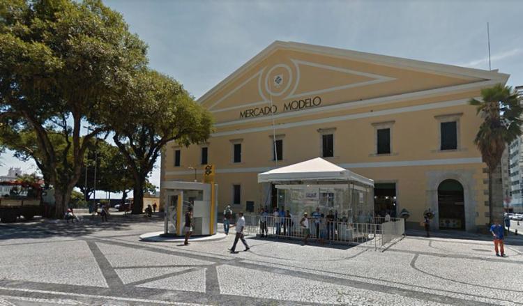 O roubo ocorreu em frente ao Mercado Modelo,um dos principais pontos turísticos de Salvador - Foto: Reprodução | Google Street View