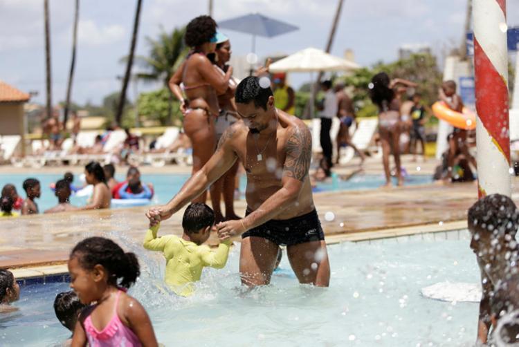 Espaços comuns, como piscinas, precisam seguir normas - Foto: Gilberto Junior | Ag. A TARDE