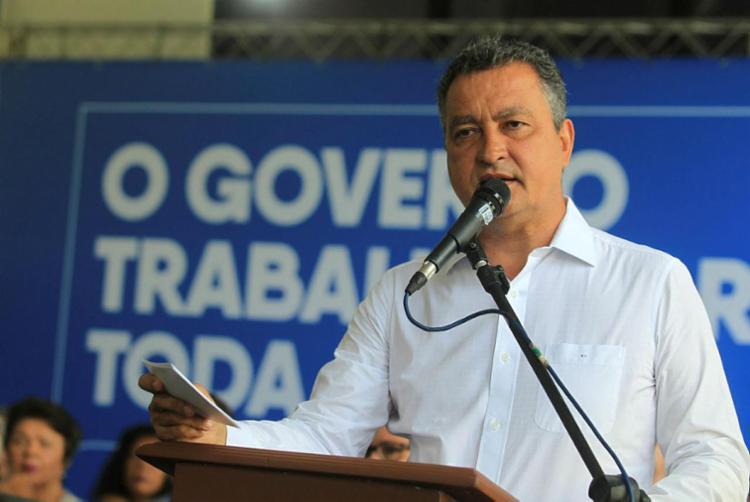 Lei que reestrutura tabela de vencimentos foi sancionada pelo governador Rui Costa - Foto: Manu Dias   Divulgação   GOVBA
