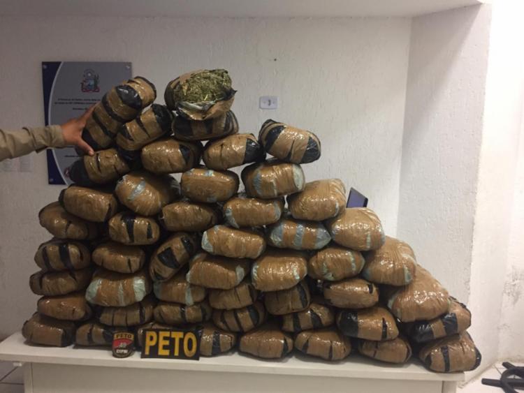 Droga estava dentro de um veículo estacionado - Foto: Divulgação   SSP-BA