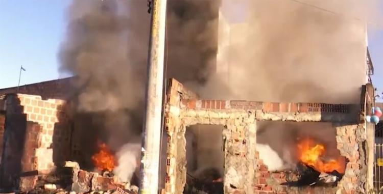 Ainda não há informações sobre o que originou o incêndio - Foto: Reprodução   TV Bahia