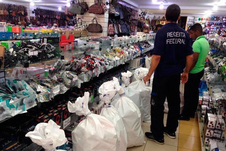 Materiais das marcas JBL e Samsung foram localizados em nove lojas diferentes da capital baiana - Foto: Divulgação | Receita Federal