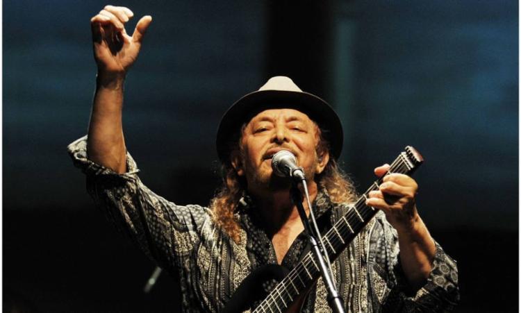 O cantor se apresentará na véspera dos festejos juninos, no domingo, 23 - Foto: Divulgação