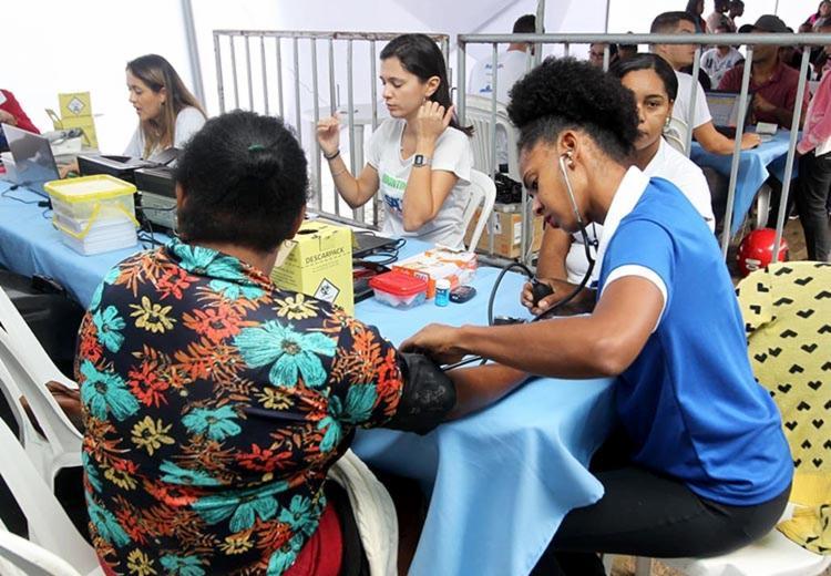consultas odontológicas e exames de raio x, ultrassonografia e eletrocardiograma são realizados no evento - Foto: Alberto Coutinho