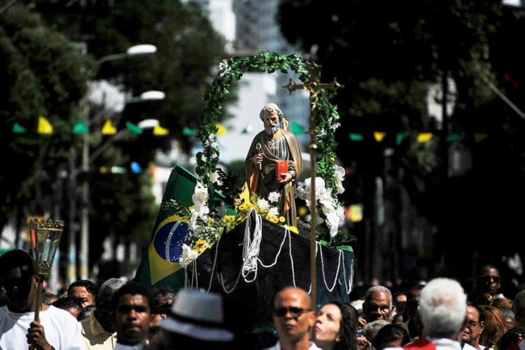 Devotos participam de missas e procissão em Salvador - Foto: Felipe Iruatã | Ag. A TARDE