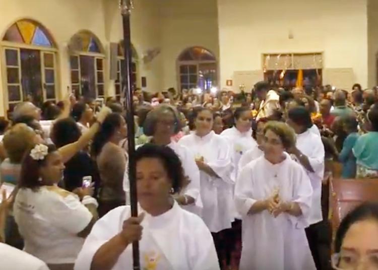Devotos prestam homenagens a Santo Antônio - Foto: Reprodução | YouTube