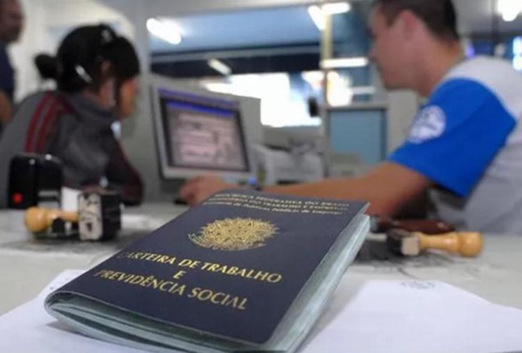 Carteira de Trabalho é um dos documentos solicitados - Foto: Divulgação