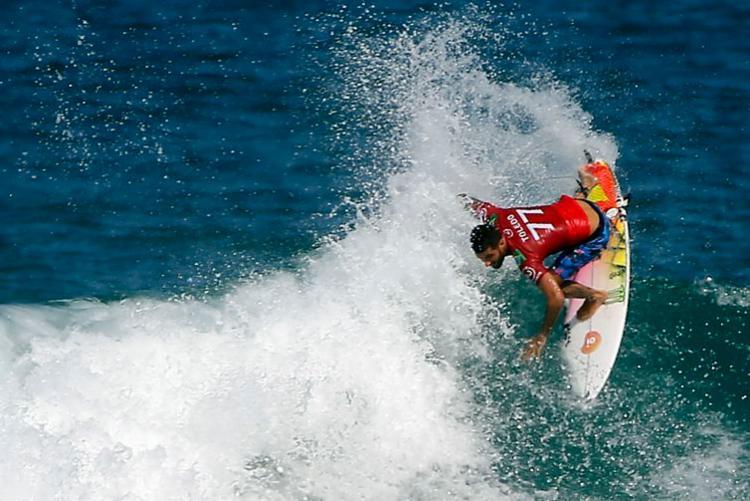 O surfista, de 24 anos, conquistou o bicampeonato da etapa carioca, repetindo o feito do ano passado - Foto: Fernando Frazão | Agência Brasil