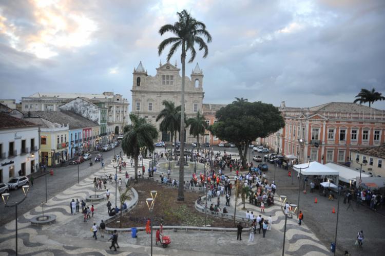 Obra foi concluída em nove meses, envolvendo pavimentação, arborização e restauração da fonte - Foto: Felipe Iruatã l Ag. A TARDE