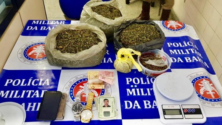 Material apreendido pelos policiais com os suspeitos - Foto: Divulgação   SSP