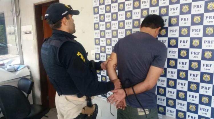 Suspeito possuía em seu desfavor um mandado de prisão pelo crime de tráfico de drogas - Foto: Divulgação | PRF