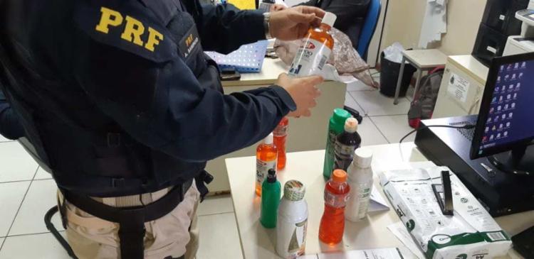 Suspeita teria escondido a droga em produtos de alisamento de cabelo - Foto: Divulgação | PRF