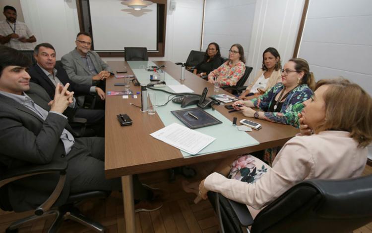 Gestores do Grupo A TARDE e da Unifacs assinaram convênio de estágio - Foto: Joá Souza | Ag. A TARDE