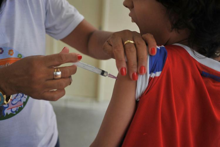 Crianças até 5 anos estavam no grupo de público prioritário já vacinado - Foto: Felipe Iruatã   Ag. A TARDE