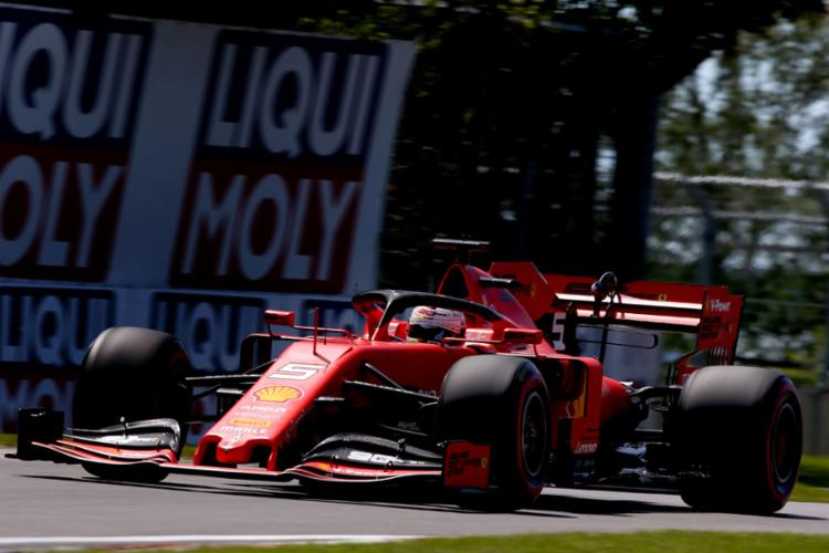 O piloto da Ferrari fez o melhor tempo da classificação com 1min10s240 - Foto: Charles Coates l AFP