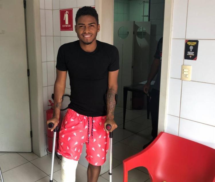 Previsão de recuperação do atleta é de seis meses - Foto: Divulgação   EC Vitória