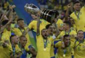Sem comparar torneios, jogadores do Brasil festejam taça após fracasso no Mundial   Foto: Juan Mabromata   AFP