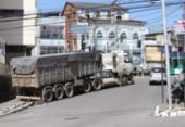 Com dificuldades para subir ladeira, caminhão invade calçada em Nazaré | Foto: Uendel Galter I Ag. A TARDE