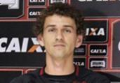 Braga move ação após Leão não pagar compra de lateral | Maurícia da Matta | Divulgação | EC Vitória