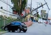 Veículo colide em poste na avenida Aliomar Baleeiro | Reprodução I Rede Bahia