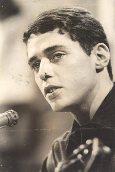 Canção foi gravado por Chico Buarque em 1970 - Foto: Reprodução