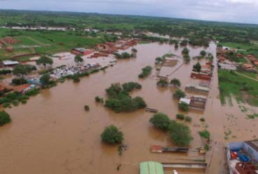 Barragem rompe na Bahia e obriga moradores a deixar casas; água bloqueou rodovia | Ascom Coronel João Sá | Divulgação