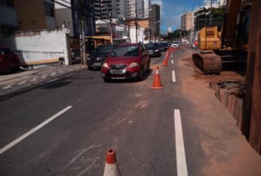Buraco na avenida Paulo VI bloqueia trânsito e muda rota de ônibus | Divulgação | Transalvador