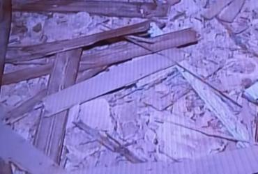 Telhado de casarão desaba no bairro Dois de Julho | Reprodução I TV Record
