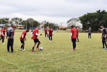 Osmar Loss comanda último treino antes de duelo com Londrina | Divulgação