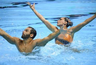 Dueto brasileiro do nado artístico avança à final da rotina livre do Mundial | Ed Jones | AFP