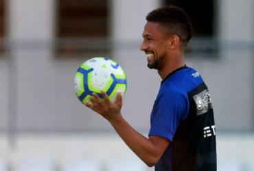 Biro Biro sofre parada cardíaca em treino do Botafogo, é reanimado e passa bem |