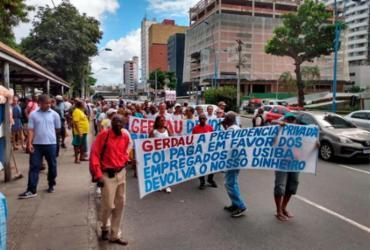 Metalúrgicos reivindicam pagamento de aposentadoria em protesto | Filipe Ribeiro | Ag. A TARDE