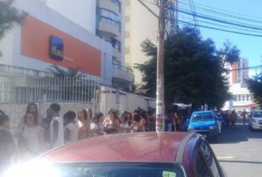 Público enfrenta grande fila para assistir espetáculo no TCA | Cidadão Repórter via WhatsApp