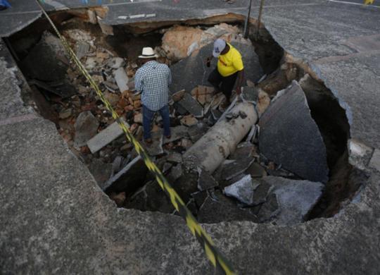 Chuvas e ventos fortes ainda causam transtornos na capital baiana | Rafael Martins l Ag. A TARDE