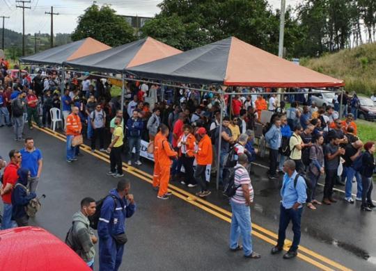 Trabalhadores protestam contra venda da Refinaria Landulpho Alves | Deyvid Bacelar | Sindipetro