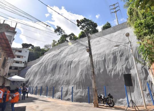 Contenção de encosta no bairro de Narandiba é entregue pela prefeitura | Max Haack | Secom