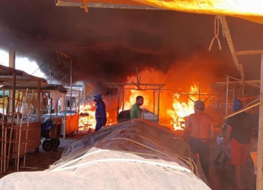 Incêndio atinge galpão em centro de abastecimento de Ipiaú | Reprodução | Giro Ipiaú