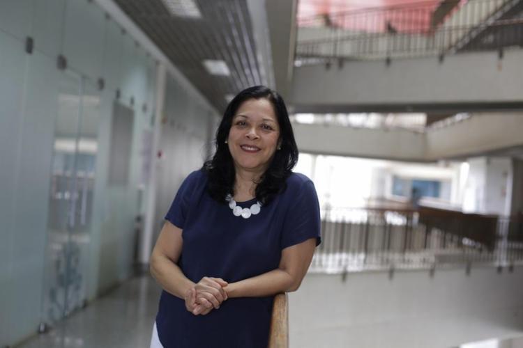 A médica Maria Yury Ichihara coordena o Centro de Integração de Dados e Conhecimentos para a Saúde (Cidacs), um dos mais inovadores centros de pesquisas do Brasil - Foto: Raul Spinassé / Ag. A TARDE