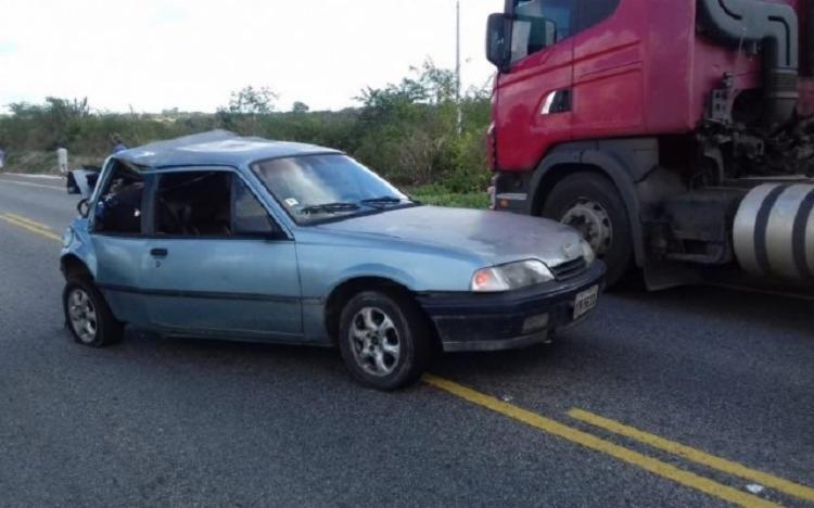 As vítimas empurravam o carro quando foram atingidas pelo caminhão - Foto: Divulgação | Polícia Civil