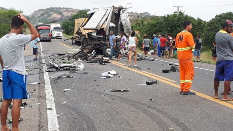 As vítimas estavam em um caminhão contratado para transportar os equipamentos da banda - Foto: Carlos Quintino   Blog A Voz é Aqui