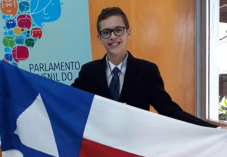"""Miquéias Araújo, 18, garantiu a eleição por meio do projeto """"Intervenção colaborativa: preparando o jovem para o mercado de trabalho"""". - Foto: Divulgação"""