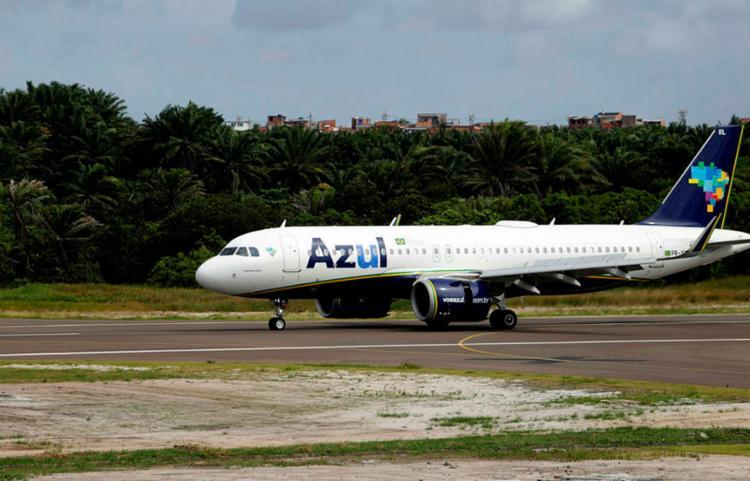 Aeroporto de Salvador informou que não fechou, mas que alguns pilotos podem optar por pousar em outros campos de aviação - Foto: Joá Souza   Ag. A TARDE