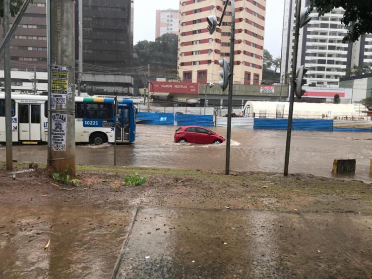 Avenida ACM tem um dos pontos mais críticos de alagamento - Foto: Cidadão Repórter I Via Whatsapp